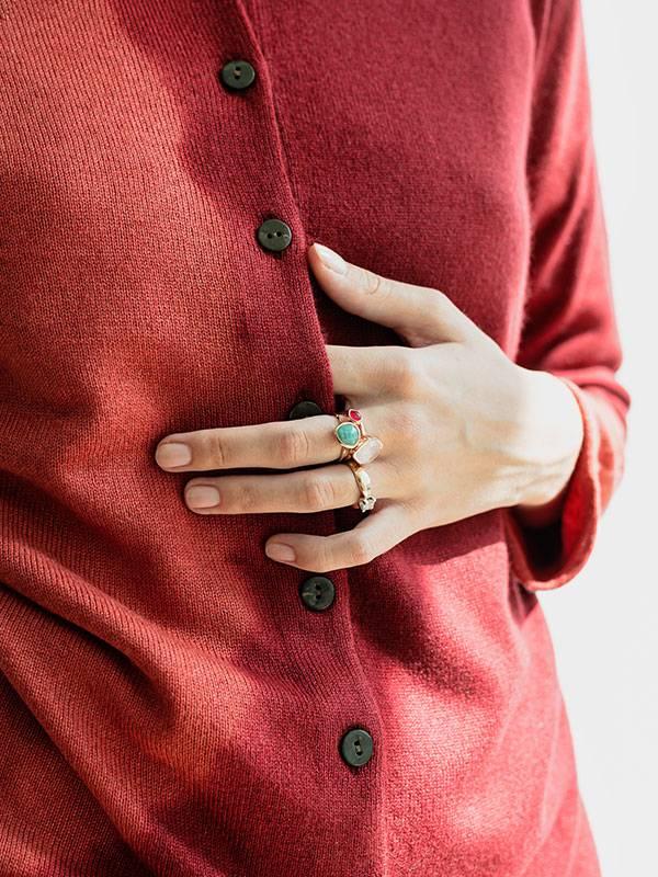 Marilù space in seta e cashmere Desert/Cordovan indossato dettaglio