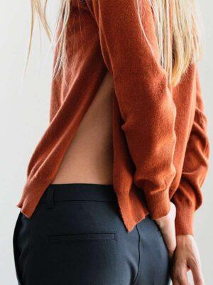 Kochi in cashmere tamarino indossato dettaglio