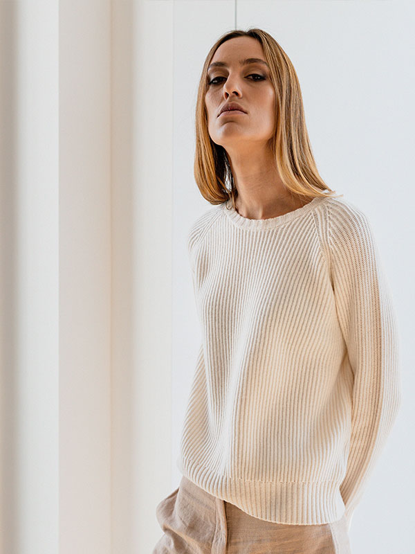 Monginevro girocollo in lana e cashmere indossato