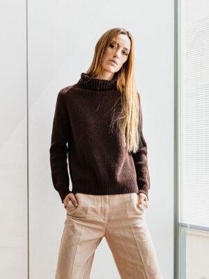 Monginevro dolcevita in lana e cashmere indossato