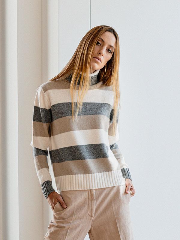 Sophie dolcevita a blocchi in lana e cashmere cloud dc,jute,cloudy indossato