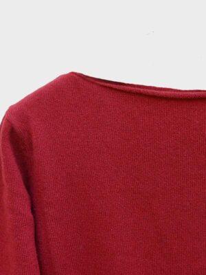 Mentone barchetta in cashmere cherry dettaglio scollo