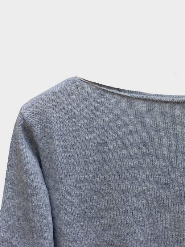 Mentone barchetta in cashmere foggy dettaglio scollo
