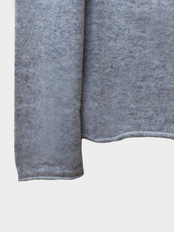 Mentone barchetta in cashmere foggy dettaglio