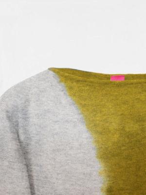 Maddalena space tiedye in cashmere oxford mimosa dettaglio scollo